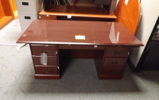 94271NN Traditional Desk